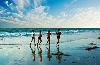 Τρέχοντας στην άμμο