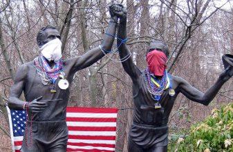 Σπουδαίοι δρομείς... δείχνουν την αλληλεγγύη τους