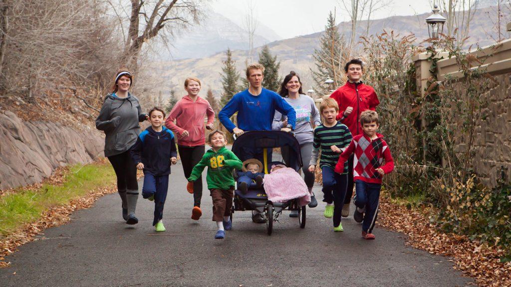 Η οικογένεια Pachev τρέχει με Crocs